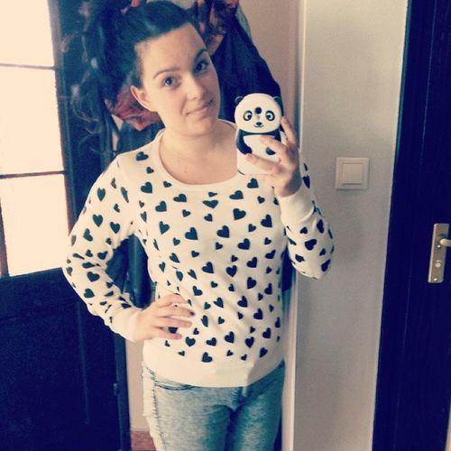 Good Day Hearts Pandzia sunnyday goraco rzeszow with boyfriend clothes love it polishgirl girl TagsForLike followme follow4follow like4like selfie