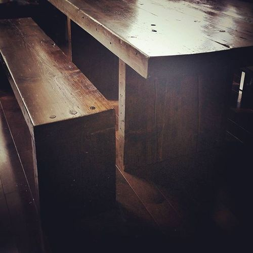Reclaimedwood dinner table and benches from old NYC buildings... One man's trash is another man's treasure! RGFurnitureDesign Aptdeco Greatfind Secondhand Score