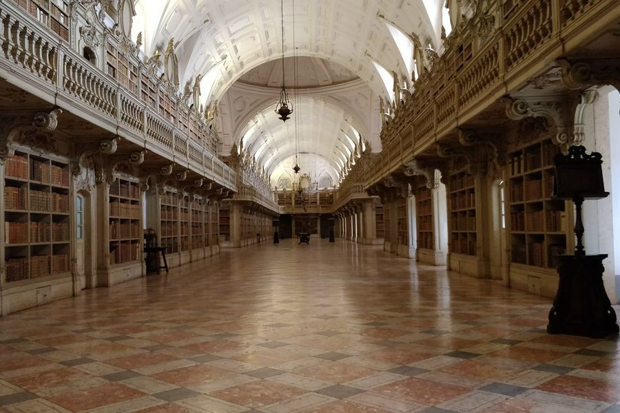 Architecture Corridor BookLovers Library Book Old Buildings Indoors  Arch Built Structure Architecture Convento De Mafra Monument History Religion Architectural Design