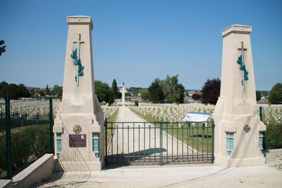 Kriegsgräber in Verdun Besuch France France🇫🇷 Kriegerdenkmal Monuments Verdun Memorial France 🇫🇷 Krieg Kriegsgräber  Monument Nature Outdoors Plant Sommer Verdun Verdun 1914-1918