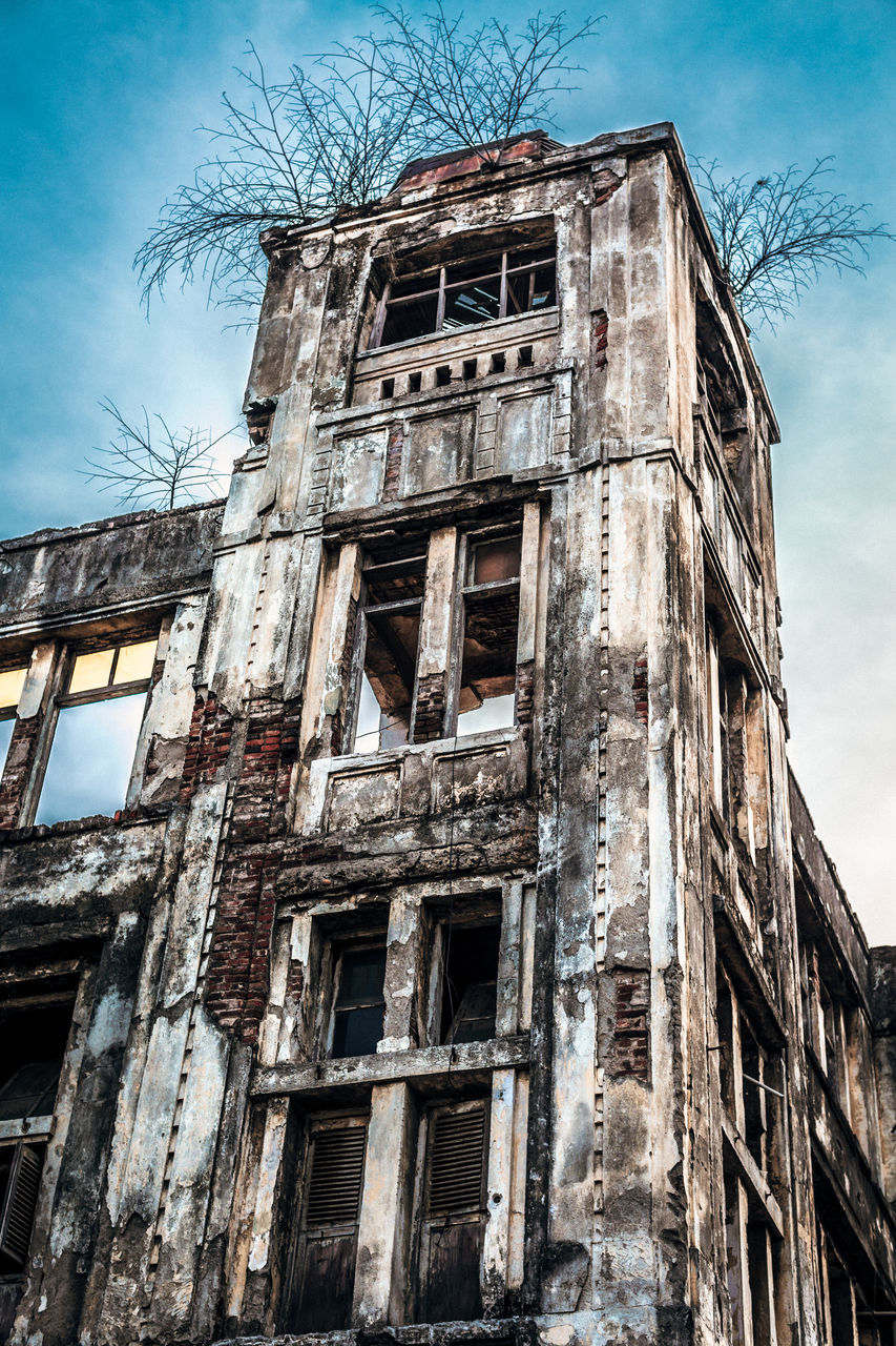abandoned, destruction, building exterior, architecture, building, low angle view, construction, old ruin, damaged, run-down, desolate, deserted, bleak, sky, no people, architectural style, built structure, bad condition, outdoors, rotting, day