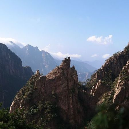 No filter, nothing I did not even change the contrast ;) Nofilters Original Huangshan Chinaadventures Anhui China Chinasmountains Traveling Steepclimb Stunningscenery Beautifulworld Mountains Kungfuprincessontheroad