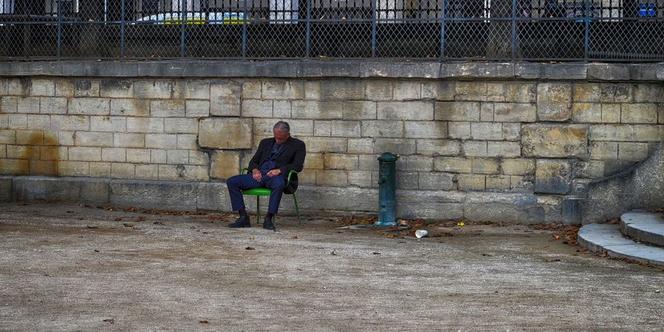 Adult Adults Only Day Full Length Lifestyles Lonely Nap One Man Only One Person Only Men Outdoors People Real People Relaxing Moments Relaxing Time Sitting Streetphotography Urban