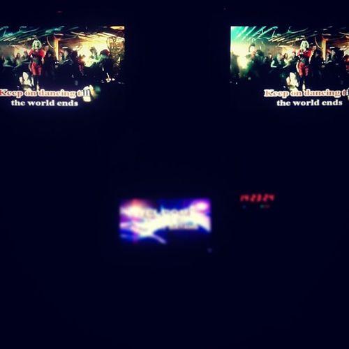 Bây giờ là 21.12.2012 bên Mỷ nè, tận thế chưa??? Cứ nhảy nhót cho đến khi the world ends nhaaa \mm/