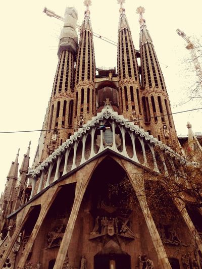 la sagrada familia never finish EyeEmNewHere City Ancient Civilization History Place Of Worship Religion Clear Sky Sky Architecture Built Structure Architectural Column Historic