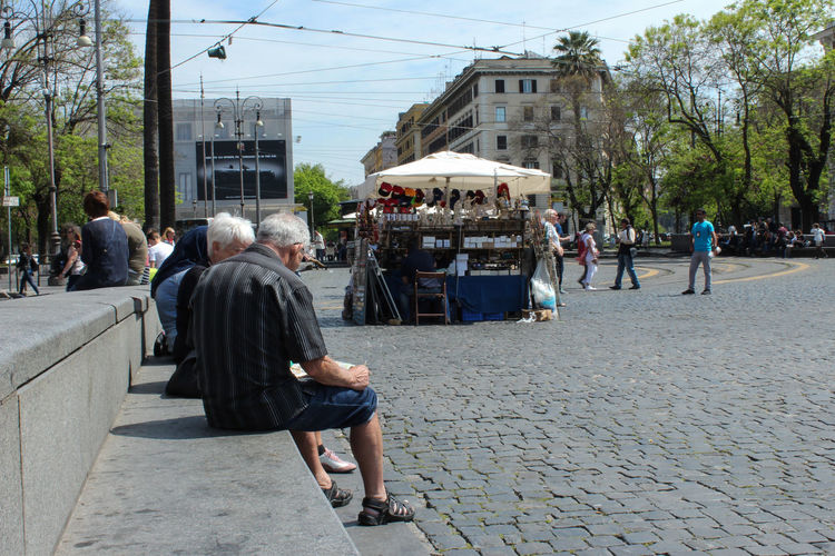 City City Life City Street EyeEm Best Shots Holy Week No Filter, No Edit, Just Photography Old Man Rome Hot Weather Men Talking Old Men Spending Time Summer Moving Around Rome