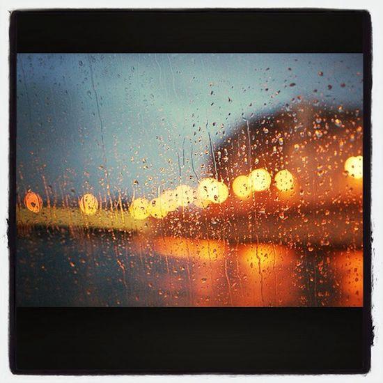 ?☔️ Sous La Pluie