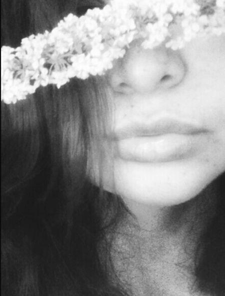 peek a flower😝 Buenos dias❌⭕ Bnw_friday_eyeemchallenge Bnw_flowers Blackandwhite Blancoynegro Flores In Between The Flowers~entre Las Flores Flower Beauty In Nature Self Portrait Portrait Of A Woman Just Me Only Women Beautiful Woman One Woman Only Headshot Beauty Beautiful People