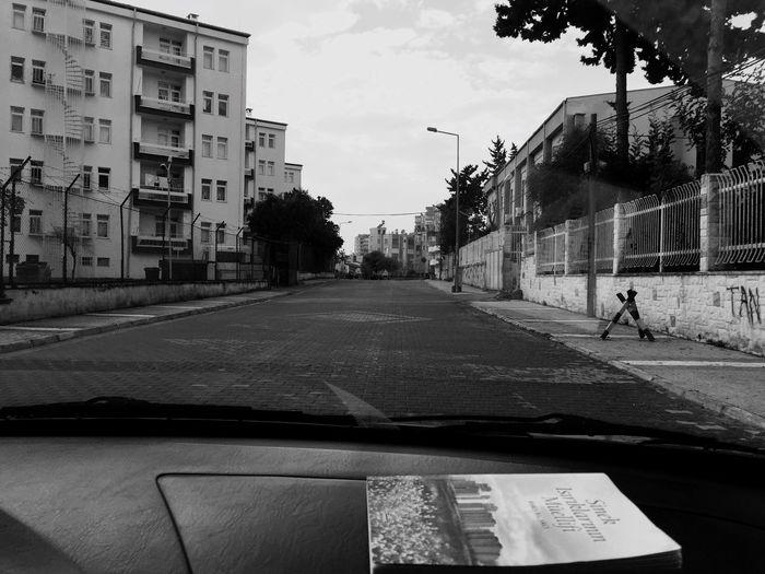 Akşamüstü düşünceler hep bu sokaktan geçiyor