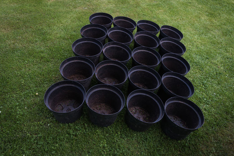 20 Empty Plant Pots Are Waiting for tomato plants. Circle Day Field Gardening Grass High Angle View In A Row Large Group Of Objects No People Nusshain 06 17 Outdoors Plant Pots Repotting