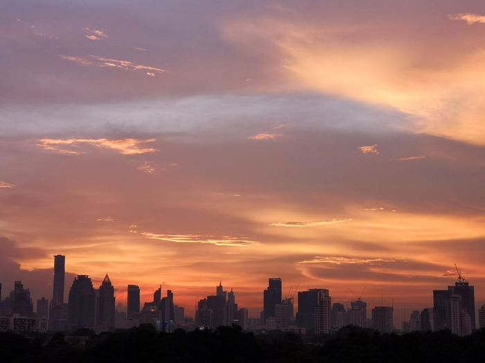 interesting sky Orange Sky Orange And Blue Clouds And Sky Horizon Over Land Horizon Dusk In The City Bangkok Huawei P20 Pro Mobilephotography Skyscrapers City Cityscape Urban Skyline Modern Skyscraper Sunset Illuminated Downtown District Business Finance And Industry Panoramic