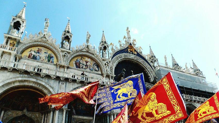 Saint Marco: paikura© VENEZIA EyeEm Best Shots AMPt_community Eye4photography  Italy Flags Basilica Venice TakeoverContrast