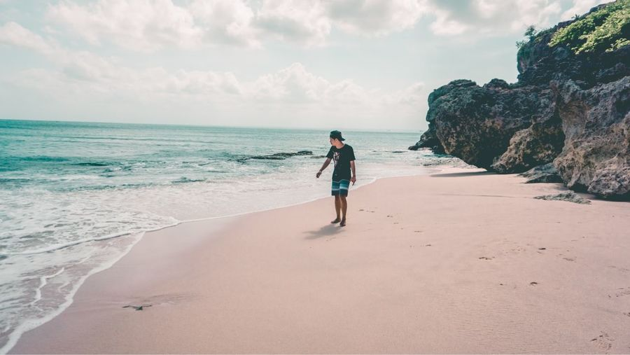 🏝🏝🏝 #outfit #OOTD #potrait #travelphotography #sunsine EyeEm Selects #photography #EyeEmNewHere #neverstopexploring #sonyalpha #landscape #nature #photography #japanstyle Full Length Sea Beach Sand Politics And Government Summer Blue Sky Horizon Over Water Landscape
