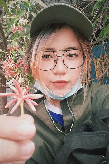 Hoa. Em tên gì? First Eyeem Photo