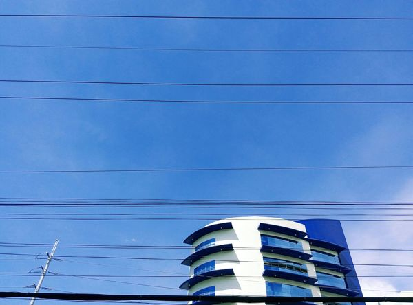 framed by wires Eyeem Philippines Wires In The Sky Electric Lines Architecture University Campus Class Blue Sky Learn & Shoot: Simplicity
