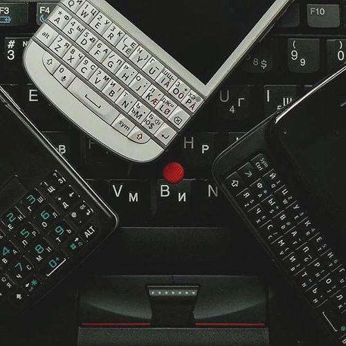 """Я испытываю безумную любовь к механическим клавиатурам. Это до одури кайфовое чувство - набирать текст на хорошо сделанной механической клавиатуре: чувствовать отдачу клавиш, пользоваться слепым набором в две руки, не запариваться о т9 и прочих исправлениях текста, пользоваться """"горячими клавишами"""", и не лезть в дополнительное меню, когда нужно набрать не самый востребованный символ. Lenovo ThinkPad T410 Sonyericsson M600i Nokia  N900 Blackberry Q10 Gadgets Geekporn"""