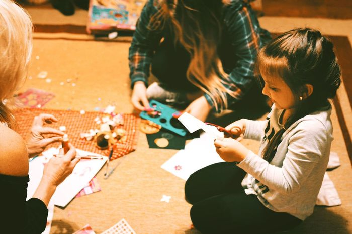 Leisure Activity Fun Playing Casual Clothing Table Togetherness Leisure Games Child Family Childhood Lifestyles Two People Human Hand Art Art And Craft Art, Drawing, Creativity Family Indoors  Bonding Holding Standing