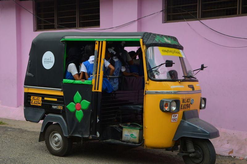 India Schoolchildren Lifestyles Real People Rikshaw Rikshaw Full Of People Transportation