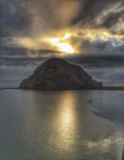 Sunset anybody😉 Check This Out Enjoying Life Evening Sky Sunset Beach Nature_collection Beach Life Livingthedream Home Sweet Home Surfing California Morrobay MorroBay California Morrobayrock Naturelovers Clouds And Sky Nature_perfection Ocean Livingthesimplelife Surf Livingthegoodlife California Coast Surf Photography Nature Photography Landscape_Collection