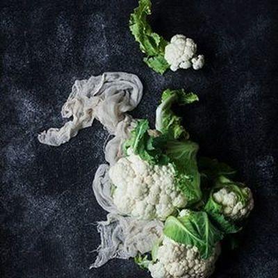 cauliflower love Cauliflower Plantbaseddiet Plantbased Veganfood VEGANLIFE Vegetablegarden Vegetables Raw Vegan Foodstagram Foodstyling Foodphotography Vegetarian Darkfood Darkfoodphoto Darkfoodphotography