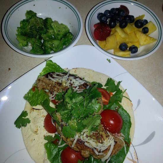 Dinner- Turkey burger taco on low carb tortilla with steamed broccoli and cup of mixed fruit. Its 8pm and I still have 540 cals left to eat :/ Caloriecounting Myfitnesspal Lowfat Lowcarb healthyeating weightloss toomuchfood imfull