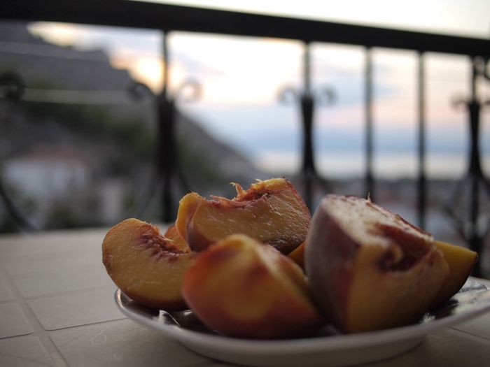 Balcony Terrace Peaches Peach Food And Drink Food Freshness Indoors  Focus On Foreground Close-up Healthy Eating Fruit Wellbeing Ready-to-eat SLICE Sweet