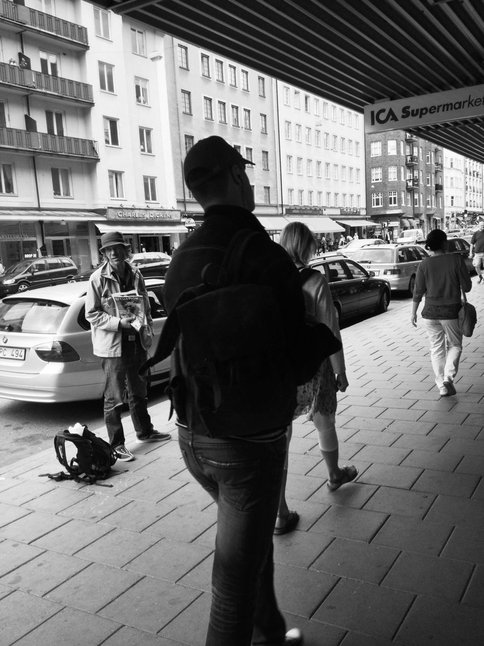 car, real people, transportation, mode of transport, walking, land vehicle, street, building exterior, city life, architecture, city, women, built structure, standing, men, lifestyles, outdoors, day, full length, large group of people, pedestrian, adult, people