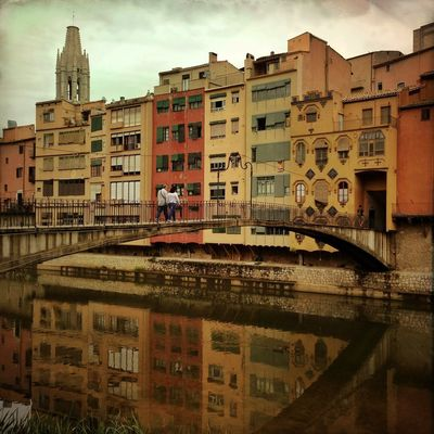 Just the two of us Streetphotography Girona Colours Architecture