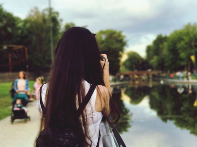 One Person Long Hair Real People Tree Outdoors Rear View Me Day Women Young Adult Nature Water Young Women Sky EyeEm Best Shots Manzara Dediğin  Focus On Foreground People Tatilkafasi