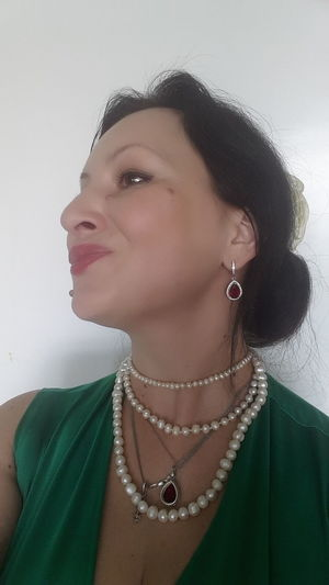 Hello World That's Me Enjoying Life Hi! Green Color Selfie ✌ Pearl Bead Pearls Women Who Inspire You Woman Portrait Woman Who Inspire You Womanity  Bijoux Juwelry My Favorite Photo