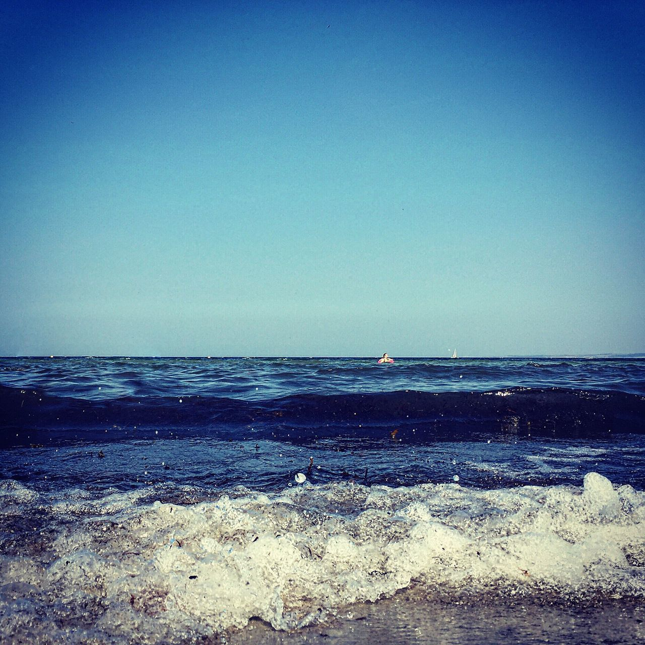sea, horizon over water, water, nature, scenics, beauty in nature, clear sky, tranquil scene, tranquility, beach, blue, outdoors, no people, day, sky, wave, bird