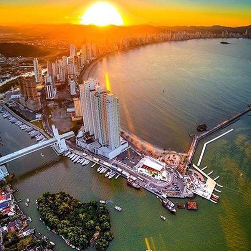Webimoveis_net Architecture Arranha Céu. Capital Do Turismo De SC Cidade City Metropole Natureza Perfeita♡♥ Nautical Vessel Prédios Turismo