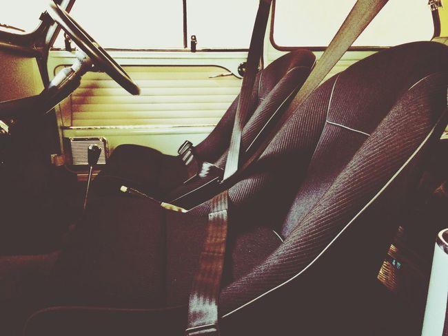 Miniのフロントシート、交換しました。 本格的なクラシックラリー用のバケットシートなので、座り心地もとても良く、何処までも走れそうな感覚になります? Bucket Seat Seat Classic Mini Mini Mk-1 Mini MiniCooper Classic Car Vintage Cars
