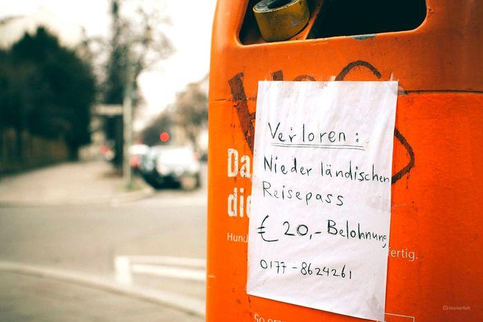 Niederländischer Hilferuf wo sollte es anders sein auf Oranje // Love Notes Notes From Berlin Notestagram Notes Love Notes Oranje