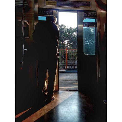 Menuju Sang Pemberi Cahaya didalam kegelapan, karena Sang Surya Menyinari Dunia... Streetgraphy Photostreet Train Helloword vcom vscocam gadgetgrapher instanusantara culture Indonesia