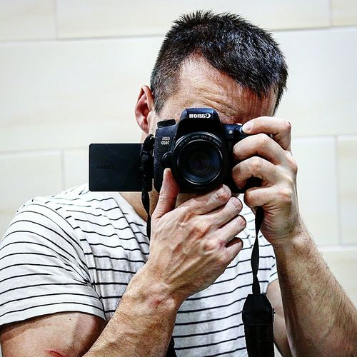 Camera - Photographic Equipment One Person Technology One Man Only Real People People Only Men Shoot Selfshooting Selfshoot