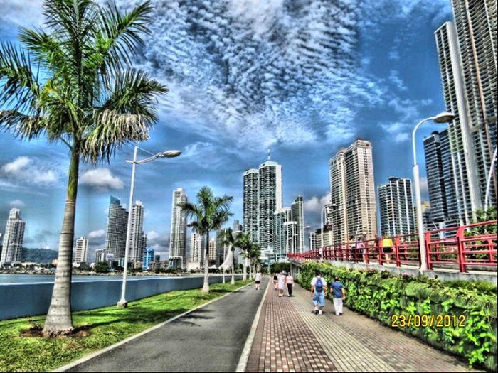 Küste Wolkenkratzer Stadt Straße Cinta Costera, Panama.