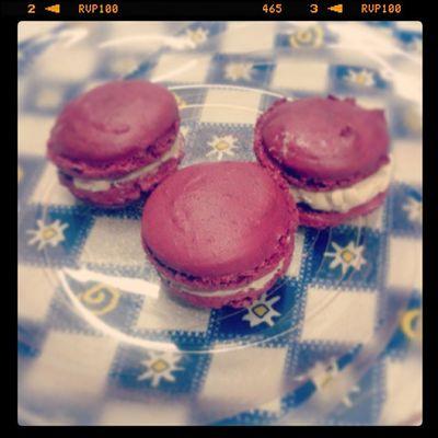 E aqui está: macarons caseiros HEUEHEUEHEU mt bom!!! Sweet Candy Macarons