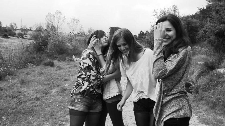 Old pics, old friends Girls Miss You Old Times Blackandwhite Field Friends Loveyou Follow4follow Eyemphotography Likeforlike ❤
