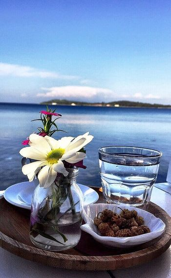 Water No People Flower Sea Nature Table Plate Sky Tranquility Food Day Horizon Over Water Outdoors Beauty In Nature Freshness Salt - Mineral