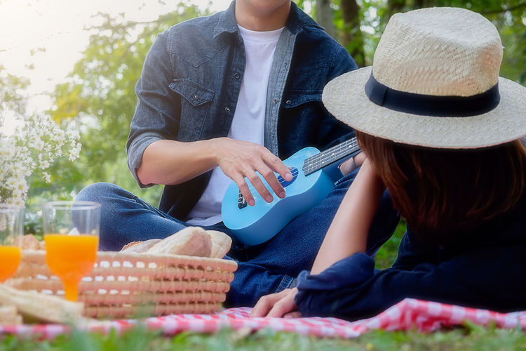 Basket Casual Clothing Day Food Food And Drink Hat Leisure Activity Lifestyles Men Nature Outdoors Picnic Picnic Basket Picnic Blanket Real People Sitting Togetherness Two People Women Young Adult Young Women