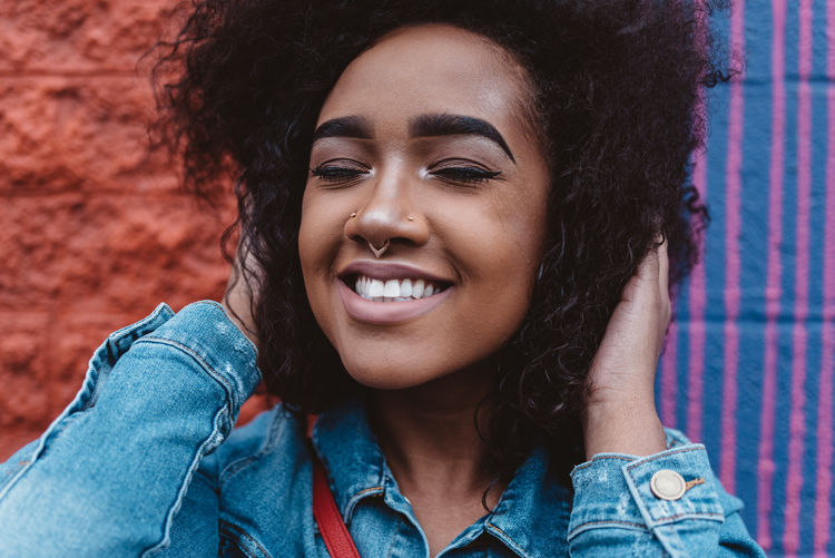 African American Afro Beautiful Woman Beauty Black Hair Casual Clothing Curly Hair Front View Hair Hairstyle Happiness Headshot Leisure Activity Lifestyles Natural Hair One Person Portrait Real People Smile Smiling Teeth Toothy Smile Young Adult Young Women