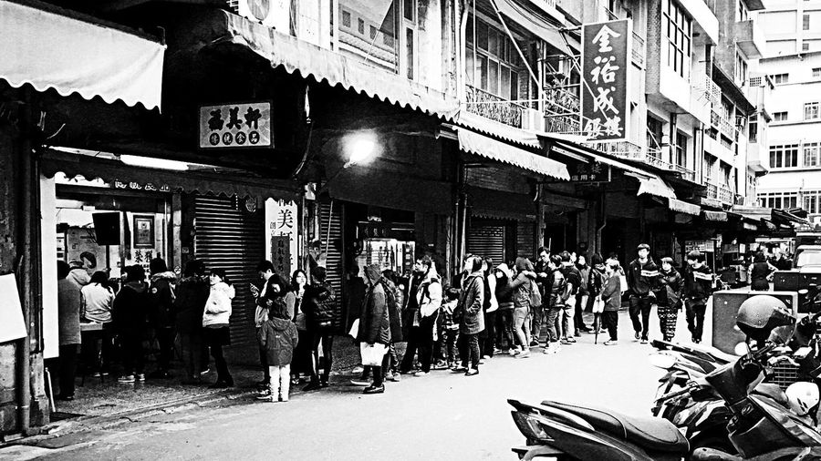 line up。 EyeEm Gallery EyeEm Best Shots - Black + White The Tourist Taking Photos Enjoying Life Image People People Photography Shop Everything In Its Place Sanxia