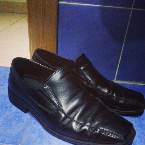 Por fin en Casa , Zapatosfuera