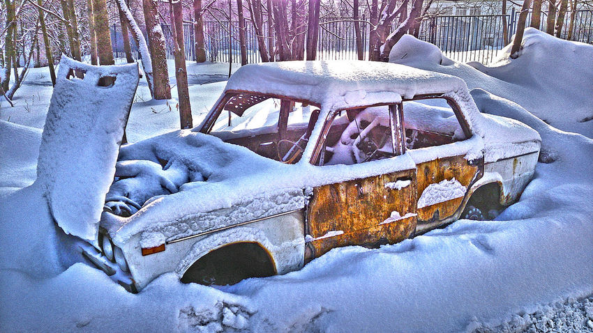 Abstract Ausgebranntes Aut Burnt Out Lada Burnt-out-car Close-up Cold Temperature Cool Atmosphere Fresh Snow Im Schnee In The Snow LADA Moscow No People Old Lada Outdoors PLAKATiv Schneebedeckt Skuril Snow Snow Covered Sonnig Sunny☀ Surreal Winter Winter Impressions