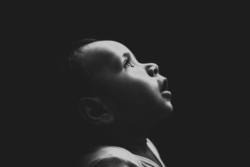 lifestyles One Person Studio Shot Close-up Black Background Mom Love Mexico Amateurphotography Photography Moments Baby Portrait Innocence Blackandwhite Popular Photos Light Perfil