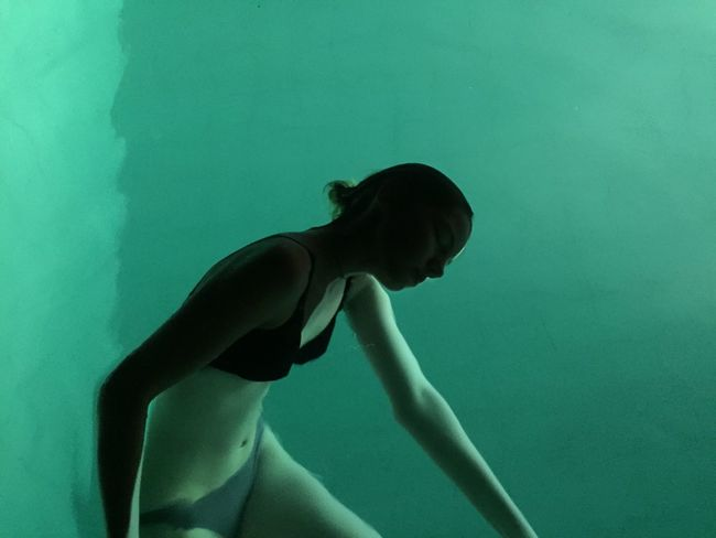 Week On Eyeem Water One Person Studio Shot Underwater Young Adult Indoors  Only Women Swimming Pool People Standing One Woman Only Day One Young Woman Only Close-up Beauty Swimming Young Women Adult Ballet Dancer Inner Power Visual Creativity