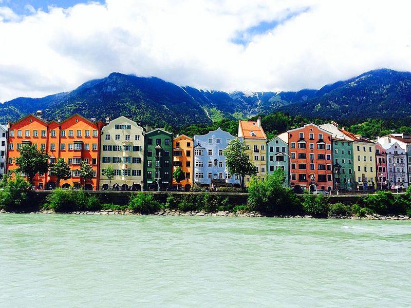 Innsbruck Innrain Placetobe Traveling Travel Solotraveler Reisen Sehenswürdigkeit Colours Bergen Fluss