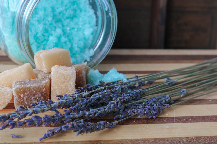 Bath salts and dried lavender for a relaxing bath Body Care Aromatherapy Bath Salts Beauty Product Homemade Relaxing Lavender Lavender Flowers Dried Flowers Spa Sugar Scrub Wood - Material Rustic Still Life No People Wellbeing Self Care