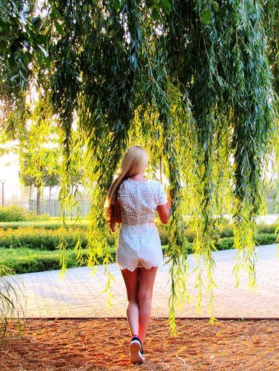 Girl Naturephotography Naturelovers Natureonyourdoorstep Leaves Tree Tendrils GreenNature Itsme Whitedress Lace Dress Longblondhair Hungariangirl Pleasefollowme Inthepark Calming Green Eyeemcollection Eyeemnaturelover EyeEmbestshots Eye4photography  Women Who Inspire You